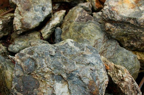 cristallo-green-rockery-stone
